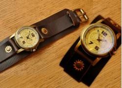 Часы на кожаном ремне маленькие