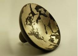 Кольцо из эбенового дерева с белым золотом