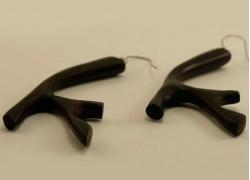 Серьги из эбенового дерева в форме веточек