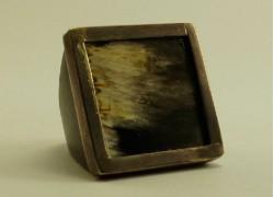 Кольцо из рога с серебром