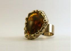 Кольцо с янтарем в серебре