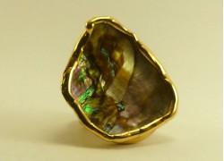 Кольцо с перламутром в золоте