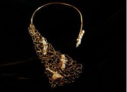 Ожерелье массивное с жемчугом в золоте