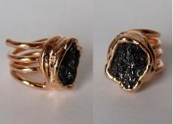 Кольцо с висмутом в розовом золоте