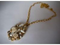 Кулон с жемчугом и розочками в золоте