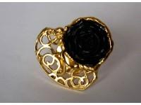 Кольцо с черной розой в золоте