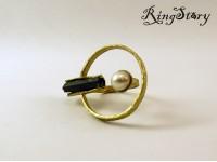 Кольцо из бронзы с жемчугом и графитом