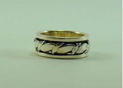 Кольцо серебряное с узором крутящееся