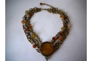 Ожерелье с инталией и камнями